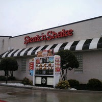 Photo taken at Steak 'n Shake by Supote M. on 8/21/2012