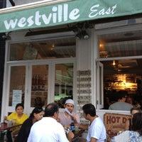 รูปภาพถ่ายที่ Westville East โดย Sarah C. เมื่อ 8/26/2012