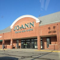 Photo taken at Jo-Ann Fabric and Craft by Carissa D. on 4/2/2012
