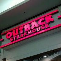 Foto tirada no(a) Outback Steakhouse por Leize L. em 8/5/2012