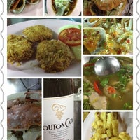 Photo taken at ร้านชัยโภชนา by Oil fasai R. on 4/6/2012