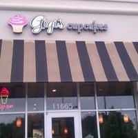 Photo taken at Gigi's Cupcakes by Kaitie C. on 6/11/2012