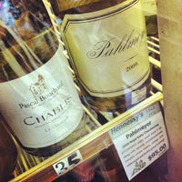 Photo taken at Hennessy's Wines & Specialty Foods by Taka T. on 7/17/2012