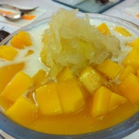 Photo taken at 許留山 Hui Lau Shan Healthy Dessert by tracycy® on 7/17/2012
