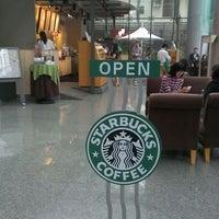 Photo taken at 星巴克 Starbucks by Willie C. on 4/6/2012