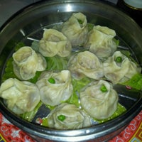 Photo taken at Rong He 榮和麵食店 by Roberto S. on 8/4/2012