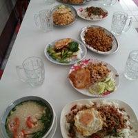 Photo taken at บุญส่งโภชนา by Bean T. on 7/4/2012