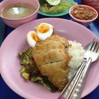 Photo taken at ตลาดแกรมมี่ by Ratchanee on 7/16/2012