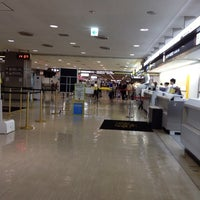 Photo taken at 成田空港第2ターミナル JAL ABC 手荷物託配カウンター by Judy O. on 8/17/2012
