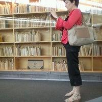 Foto tomada en Biblioteca Rector Gabriel Ferraté por Marc E. el 6/15/2012
