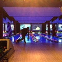 Photo taken at Bowlmor Cupertino by Evan L. on 3/26/2012