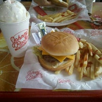 Photo taken at Johnny Rockets by Alfonso T. on 5/12/2012