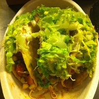 Photo taken at Chipotle Mexican Grill by Maiana A. on 3/30/2012