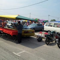Photo taken at Pasar tani wakaf by Airis A. on 9/1/2012