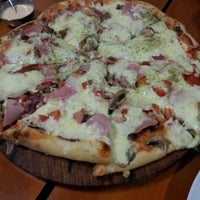 Photo taken at Massima Pizzas y Pastas by Gonzalo T. on 2/10/2012