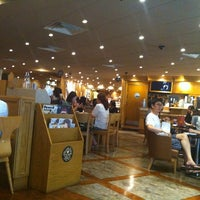 Photo taken at The Coffee Bean & Tea Leaf by Jaymee R. on 7/31/2012
