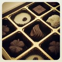 Photo taken at Tea & Chocolat by Pedro Báez Díaz @. on 9/5/2012