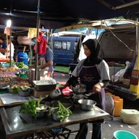 Photo taken at Pasar Malam Jalan Kuching by Barium™ on 3/29/2012