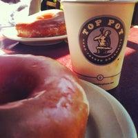 Photo taken at Top Pot Doughnuts by Joyce Isabel V. on 8/12/2012