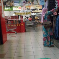 Photo taken at Giant Hypermarket by Naien S. on 9/13/2012