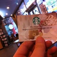 Das Foto wurde bei Starbucks von Hyun Hee L. am 4/21/2012 aufgenommen