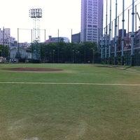Photo taken at 青山運動場 野球場 by Yuya K. on 6/15/2012