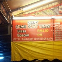 Photo taken at Sany Char Koay Teow by Ashraf M. on 2/12/2012