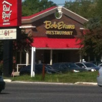 Photo taken at Bob Evans Restaurant by Bigbrothatrey on 5/12/2012