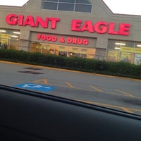 Photo taken at Giant Eagle Supermarket by Laura P. on 8/29/2012