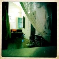 Photo taken at Muntri Mews by Ryo K. on 8/25/2012