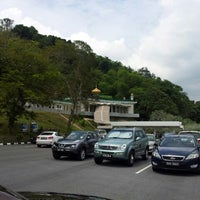 Photo taken at Kubah Makam Diraja Brunei by Azran Malda A. on 9/12/2012