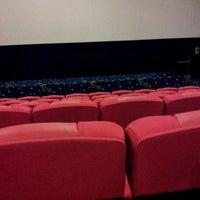 Photo prise au Golden Screen Cinemas (GSC) par jing L. le8/18/2012