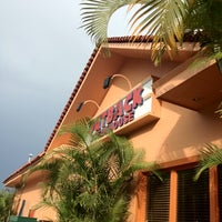 Photo taken at Outback Steakhouse by Raul R. on 7/15/2012