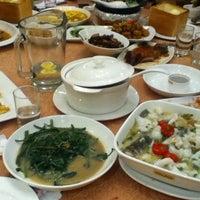 Photo taken at 港丽餐厅 Charme Restaurant by Liza L. on 6/2/2012