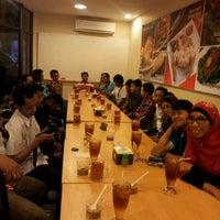 Photo taken at Ayam Tulang Lunak Hayam Wuruk by Neni K. on 8/15/2012