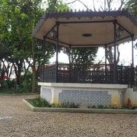 Photo taken at Embu das Artes by Macapuna on 4/14/2012