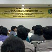 Photo taken at Polres Metro Jakarta Timur by rina fitri p. on 7/18/2012