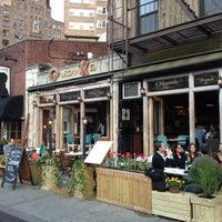 Photo taken at Organika - Organic Bar & Kitchen by Jairo B. on 4/1/2012