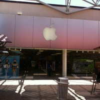 Photo taken at Apple La Cantera by Ricardo V. on 8/6/2012