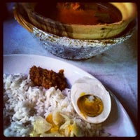 Photo taken at Asam Pedas Claypot, Jalan Salleh, Muar by Lavender Farrahanie on 8/10/2012