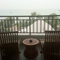 Photo taken at Pattaya Discovery Beach Hotel (D-Beach) by TuNg-MaE T. on 3/31/2012