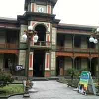 Photo taken at Palacio de Hierro by Thanyz K. on 7/29/2012