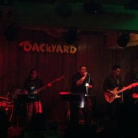 Photo taken at Backyard Pub and Grill by Shu-Tze T. on 7/20/2012