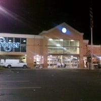 Photo taken at Kroger by Kendrick R. on 5/31/2012