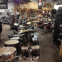 Photo taken at Guitar Center - Closed by Nikola L. on 4/29/2012