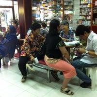 Photo taken at หมอฮ้อ มุกทองฟาร์มาซี by แคน ท. on 3/22/2012