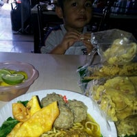 Photo taken at Warung Soponyono by Rury A. on 6/23/2012