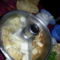 Photo taken at Ketam Steamboat Seafood by ⓒⓗⓔⓡⓘⓢⓗ ⓟⓘⓝⓚⓨ ⓛ. on 7/8/2012