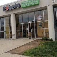Photo taken at Robeks Fresh Juices & Smoothies by Glenn B. on 5/6/2012