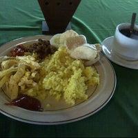 Photo taken at Hotel Asia Afrika Pasar Kembang by Dimas R. on 5/13/2012